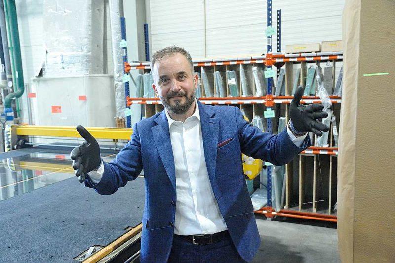 """SIA """"GroGlass"""" dibinātājs un valdes priekšsēdētājs Aleksandrs Kelbergs: """"GroGlass"""" ir vadošās pozīcijas Eiropas tirgū ar 80% tirgus stiklam, kas tiek izmantots mākslas darbu pārklāšanai."""""""