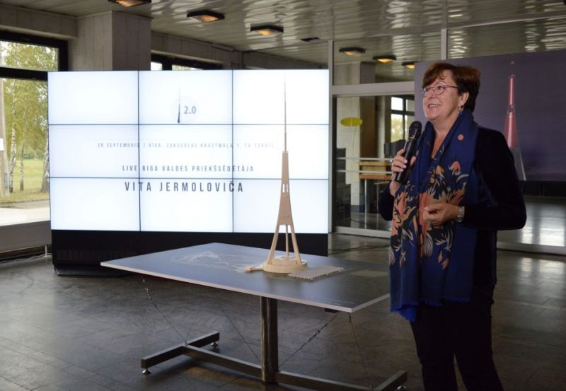 """Rīgas tūrisma attīstības biroja """"Live Riga"""" valdes priekšsēdētāja Vita Jermoloviča piedalās Zaķusalas televīzijas torņa pārbūves projekta prezentācijas pasākumā 2018. gada rudenī."""