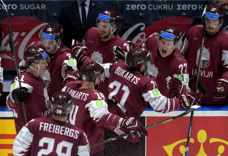 Latvijas hokeja izlase maijā pasaules čempionātā Slovākijā.
