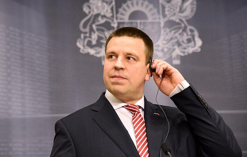 """""""Šī ir brīnišķa iespēja, kad abi premjeri var apgalvot, ka 100% viedokļi sakrīt tādās jomās kā drošība un aizsardzība,"""" teica Igaunijas ministru prezidents Jiri Ratass."""