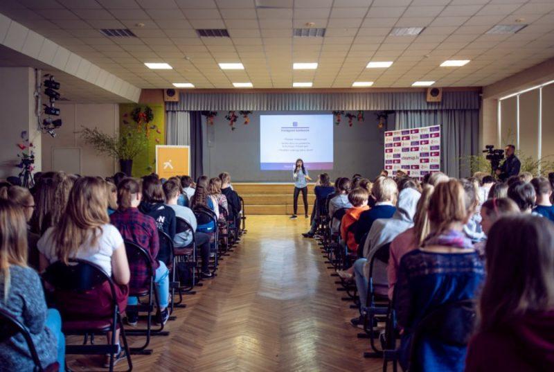 Klātienes sarunas par STEAM priekšmetiem  Rīgā, vienā no Imantas vidusskolām.