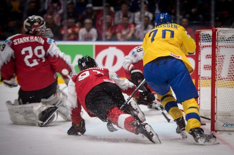 Meklējiet ripu austriešu vārtos – Zviedrija savus pretiniekus sagrauj ar 9:1.