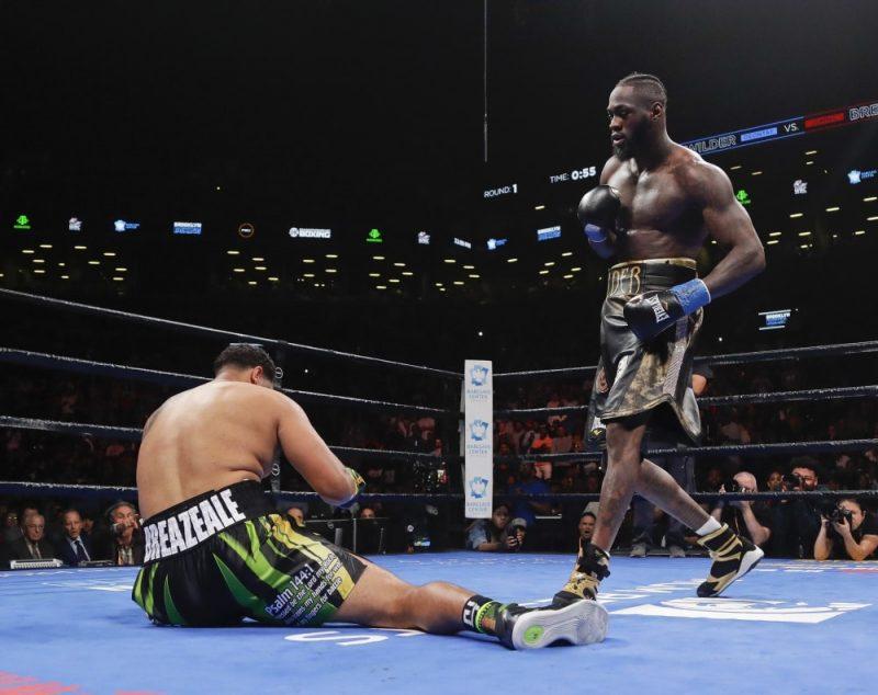 Denotejs Vailders pasaules čempiona titulu prestižākajā WBC kategorijā aizstāvējis ar nokautu pirmajā raundā