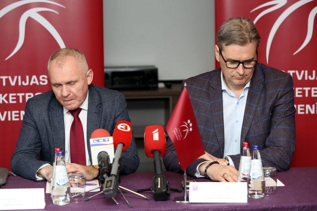 LBS prezidents Valdis Voins (pa kreisi) un padomes priekšsēdētājs Mārtiņš Bondars.