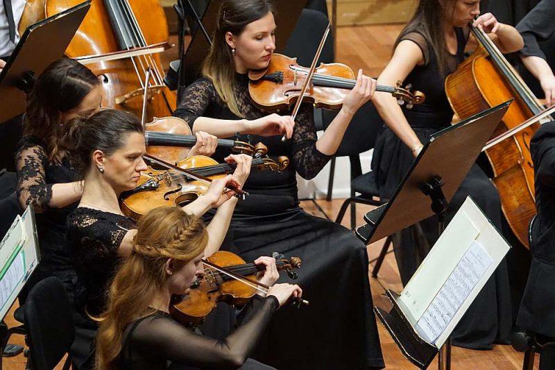 Normunda Šnē vadītās Brāmsa Otrās simfonijas interpretācijas spēcīgākie rakursi bija spēja iedzīvināt šo tik labi zināmo partitūru bez lieka smaguma.