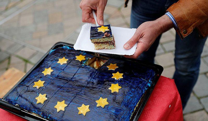 Torte Vācijas Sociāldemokrātiskās partijas EP vēlēšanu kampaņā Kvedlinburgā arī vedina domāt, ka jādod labums. Tagad uzreiz.