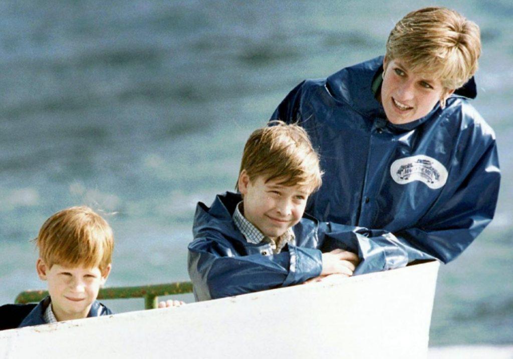Princis Viljams ar brāli princi Hariju un mammu – princesi Diānu 1991.gadā.