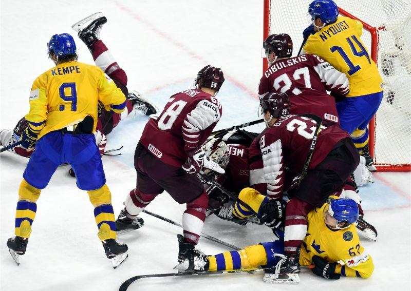 Dāvida un Goliāta cīņa hokeja laukumā – Latvija pret Zviedriju.