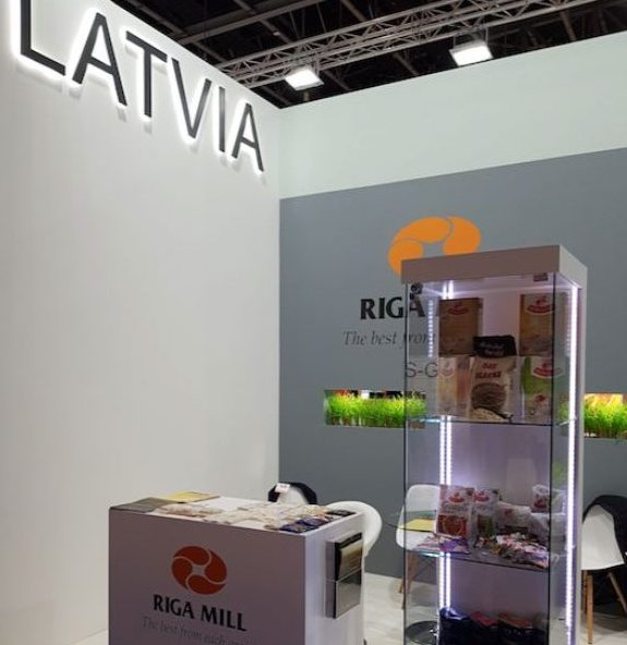 """""""Rīgas dzirnavnieks"""" produkcijas stends vienā no starptautiskajām izstādēm Tuvo Austrumu reģionā."""