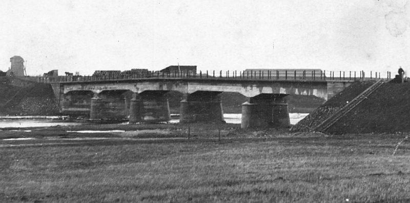 Vecsalacas tilts 20.–30. gados.