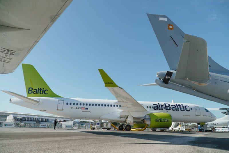 """""""airBaltic"""" izstādē """"Paris Air Show 2019"""" prezentē """"Airbus A220-300"""" lidmašīnu."""