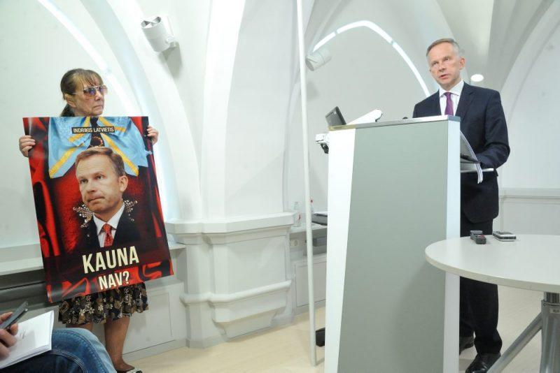 Latvijas Bankas prezidents Ilmārs Rimšēvičs preses konferencē sniedz vērtējumu ekonomiskajai situācijai eirozonā un Latvijā, publisko nacionālās bankas jaunākās tautsaimniecības izaugsmes prognozes, komentē aktuālās norises un problēmas darbaspēka tirgū un to iespējamos risinājumus, kā arī atbild uz žurnālistu jautājumiem Kr. Valdemāra iela 2a.