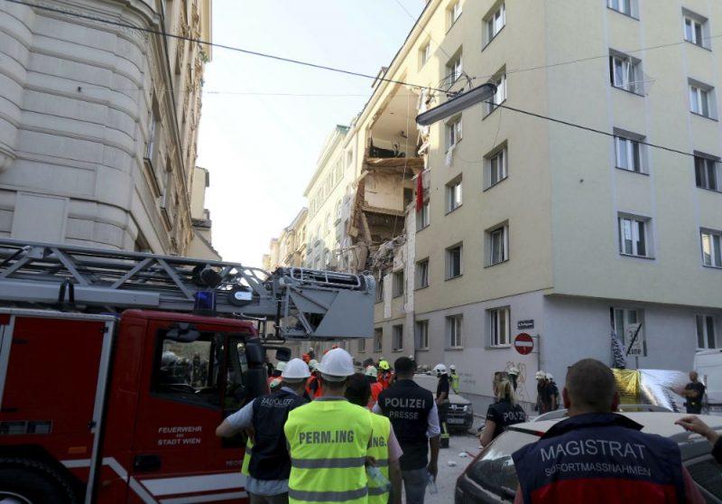Eksplozijā daļēji sabrūkot daudzdzīvokļu ēkai, Austrijas galvaspilsētā Vīnē trešdien cietuši 12 cilvēki, paziņojusi policija.