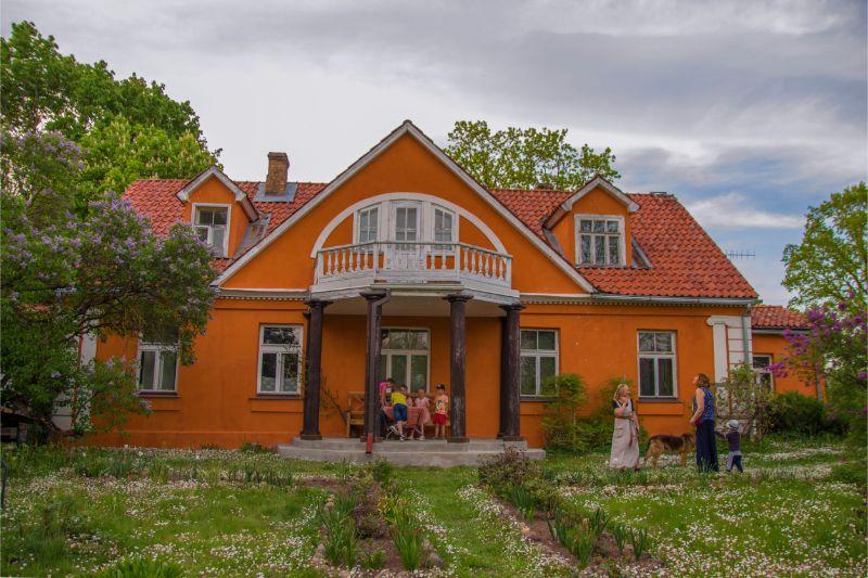 """Edvarta Virzas dzimtas mājas """"Billītes""""."""
