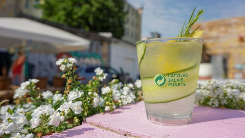 """""""Street Food Latvia"""" sadarbībā ar """"Latvijas Zaļo punktu"""" ievieš vairākkārt lietojamo glāžu depozīta sistēmu."""