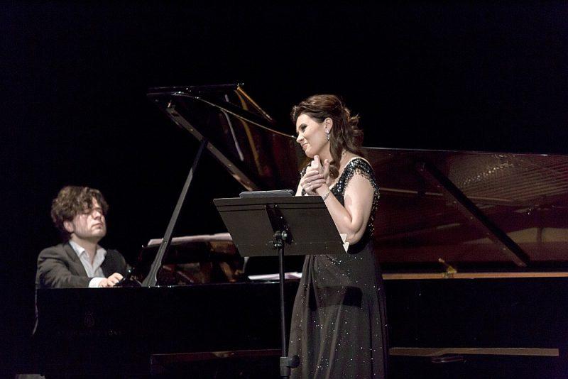 Par vienu no centrālajām koncerta vērtībām neapšaubāmi kļuva Marinas Rebekas spēja atspoguļot Rahmaņinova mākslu visā tās daudzveidīgumā. Pianists: Andrejs Osokins.