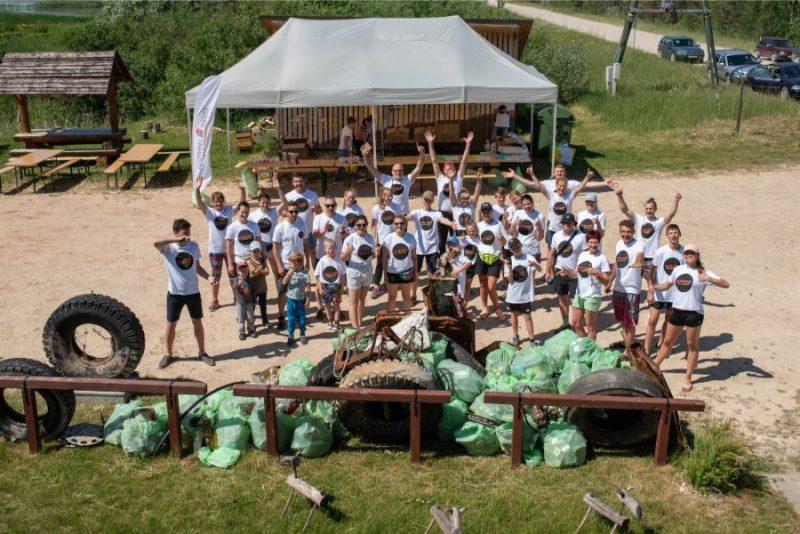 Pasākuma laikā, kurā piedalījās ap 40 Rēzeknes, Madonas un Lubānas novadu iedzīvotāji, divu stundu laikā tika savākti vairāk nekā 1,5 tonnas atkritumu.