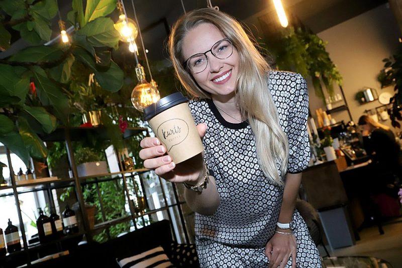 """""""Vienmēr esmu gribējusi būt jauna mamma. Pirmā meitiņa man piedzima, kad biju vien 21 gadu veca un 23 gados kļuvu par trīs bērnu māti,"""" stāsta kafijas namiņa """"Kurts coffee"""" īpašniece Ketija Karlsone, akcentējot, ka liela ģimene ir ārkārtīgi liela svētība."""