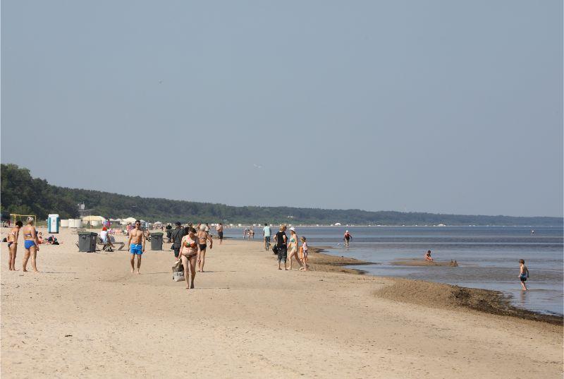 Tveicīgā vasaras dienā Majoru pludmalē.