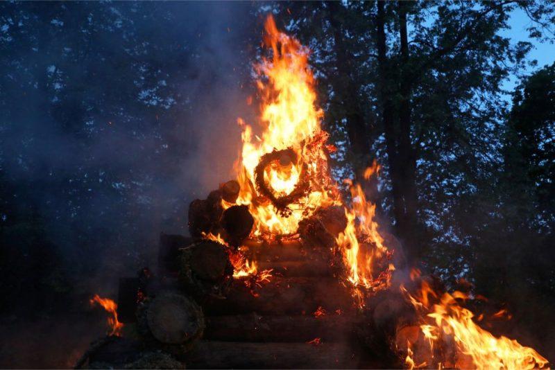 Līgo svētku ugunskurs