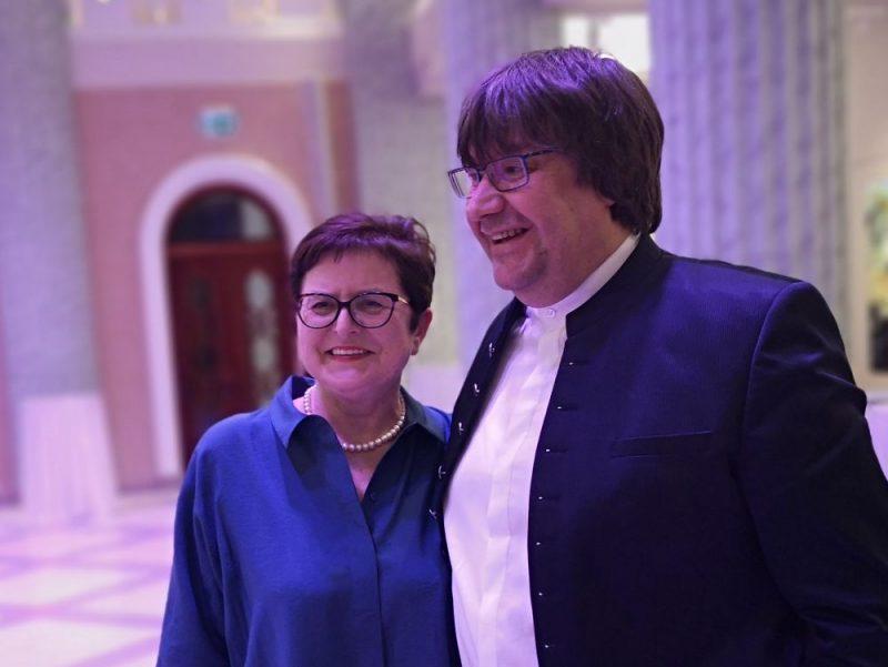 Dzejniece Māra Zālīte un komponists Jānis Lūsēns.