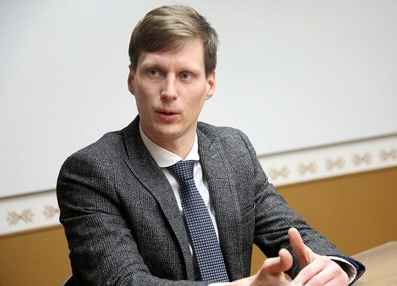 Ekonomikas ministrs Ralfs Nemiro kļuvis par mūri, kas sargā Latviju no viesstrādniekiem.