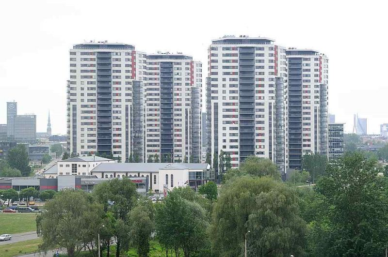 Pašlaik īres tirgū visvairāk trūkst dzīvokļu vietējiem iedzīvotājiem – atbilstoši viņu rocībai un spējai maksāt. Lielākoties tie ir nesen izremontēti, nelielu platību divu trīs istabu mēbelēti dzīvokļi cenu robežās līdz 600 eiro mēnesī.