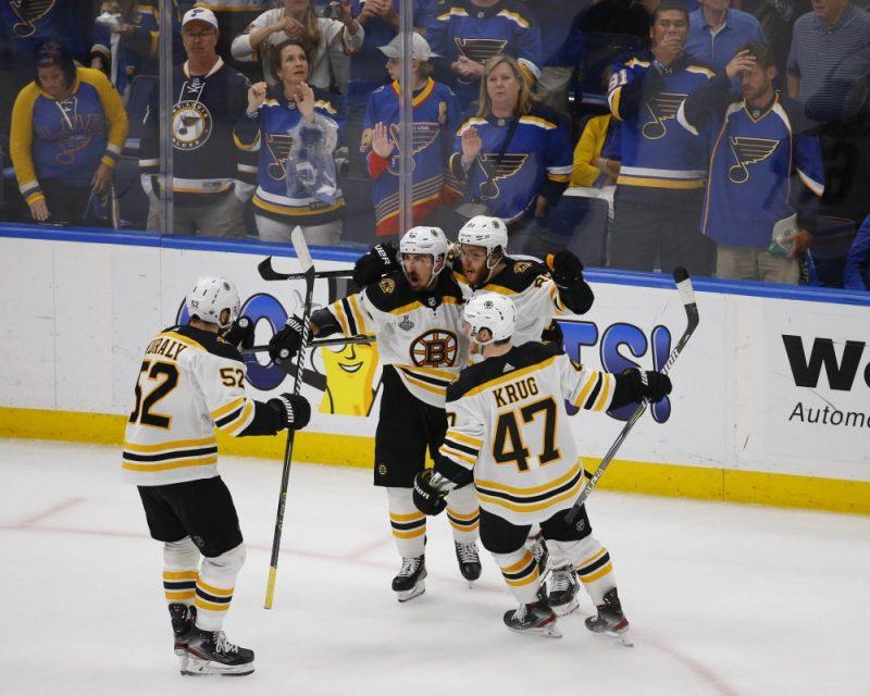 """""""Bruins"""" panāk Stenlija kausa fināla septīto spēli."""