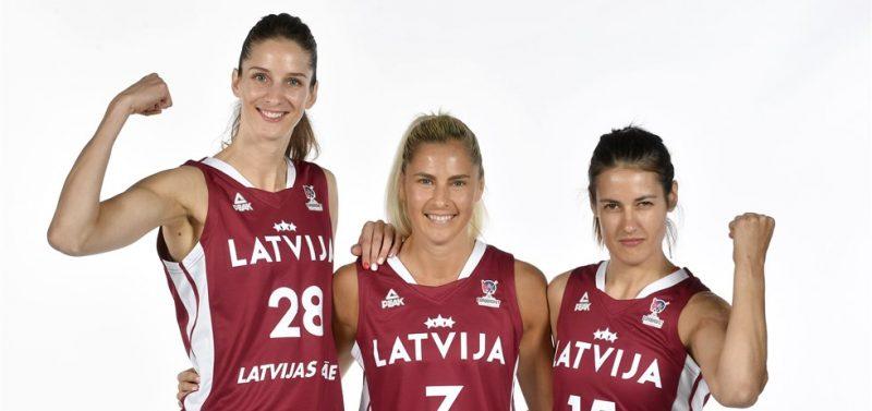 """Latvijas izlases spēlētājas Kristīne Vītola (no kreisās), Elīna Dikeulaku un Ieva Pulvere """"Arēnā Rīga"""" cer iepriecināt līdzjutējus."""