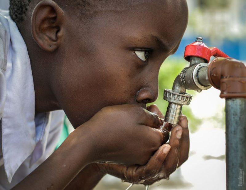 Kopš gadsimtu mijas 1,8 miljardiem cilvēku ir nodrošināta piekļuve dzeramajam ūdenim, kas sasniedzams ne ilgāk kā 30 minūšu gājienā ar kājām.