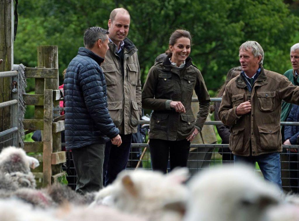 Keita Midltone un princis Viljams viesojas pie fermeriem