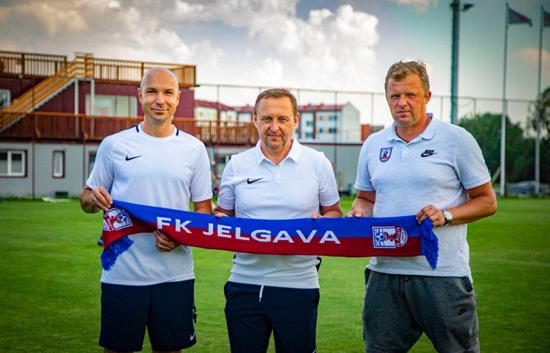 Jelgavas futbolā sākušies Oļega Kubareva (vidū) laiki.