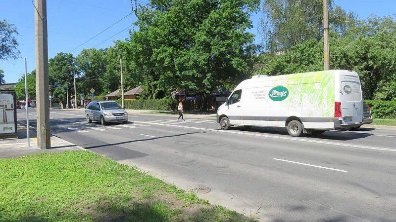 Gājējai Ruslanai un autobraucējai Intai nelaimīgā neregulējamā gājēju pāreja uz Augusta Deglava ielas Rīgā.
