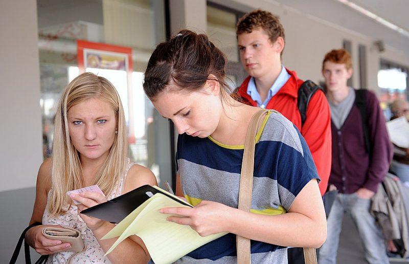 Skolēni labprāt izvēlas profesijas, kas ir saistītas ar pašu interesēm un hobijiem, tostarp vēlas strādāt birojos vai bērnudārzos.