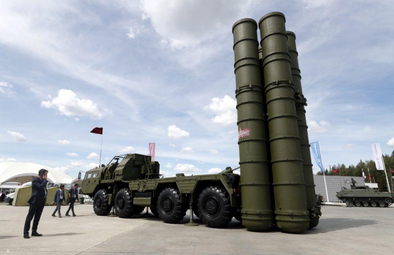 S-400 izstādīti Starptautiskajā militārās tehnikas forumā.