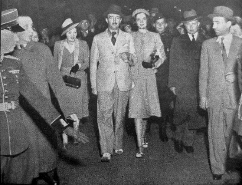 Ahmeds Cogu I un karaliene Džeraldīne Rīgas stacijā.