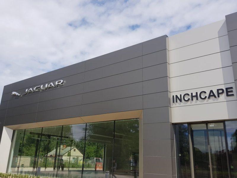"""Jaunais """"Inchcape Motors Latvia"""" salons Rīgā, K.Ulmaņa gatvē."""