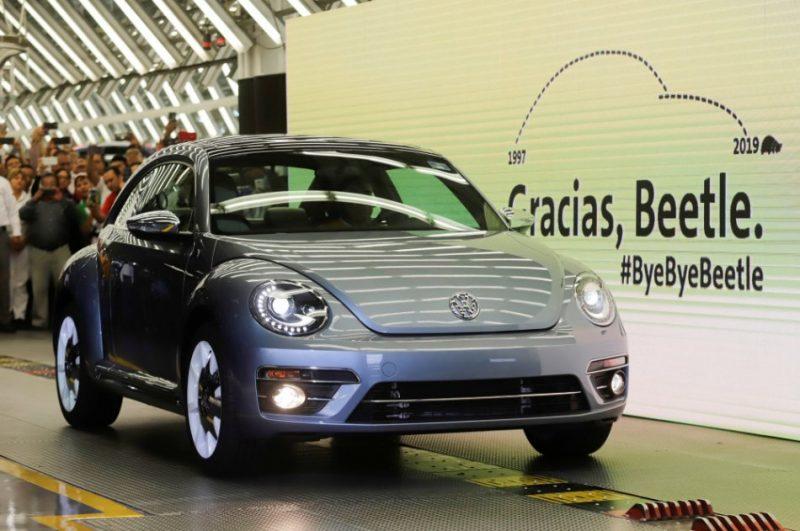 """""""Volkswagen"""" beidz automobiļu """"Beetle"""" ražošanu"""