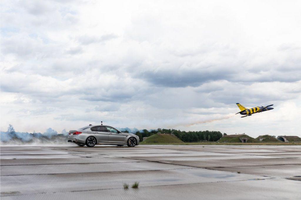 Kas ātrāks – BMW vai lidmašīna?