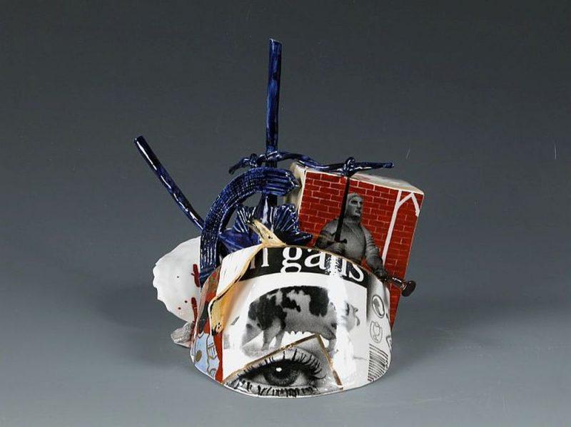 """Juris Bergins. """"Bijušais cūkgans un laiki"""". 2002. Porcelāns. DMDM kolekcija."""
