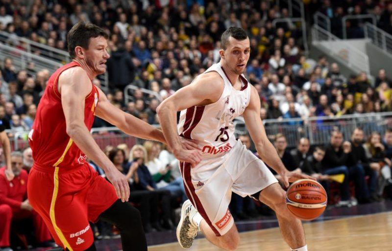 Artis Ate (ar bumbu) Latvijas izlases mačā pret Melnkalni.