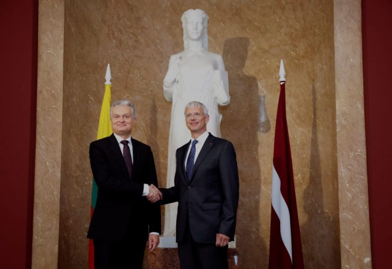 Ministru prezidents Krišjānis Kariņš (no kreisās) sagaida Lietuvas prezidentu Gitanu Nausēdu Ministru kabinetā, 23.07.2019.