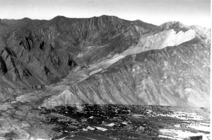 Čokraka kalna nogāze pie zemes noslīdējuma apraktās Haitas.