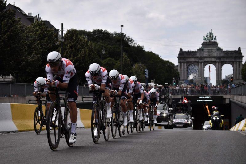 """Trek Segafredo"" komanda ""Tour de France"" komandu braucienā."