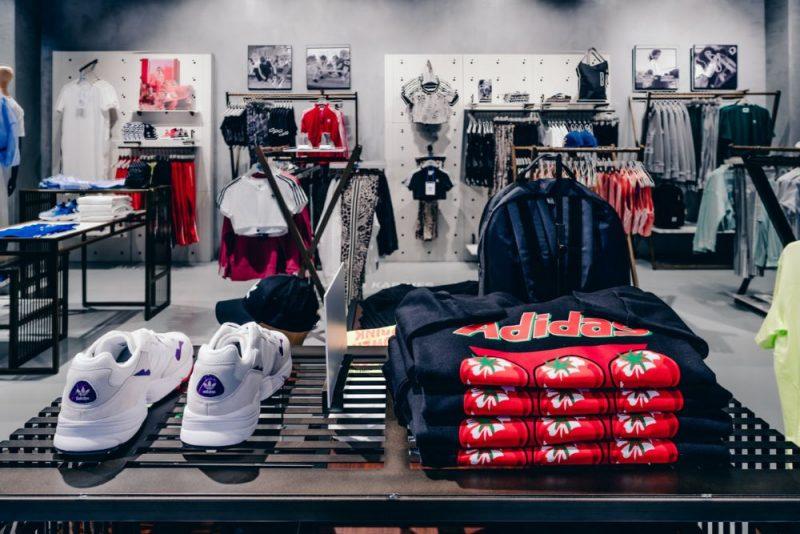 """""""adidas Originals"""" veikals """"Akropolē""""."""