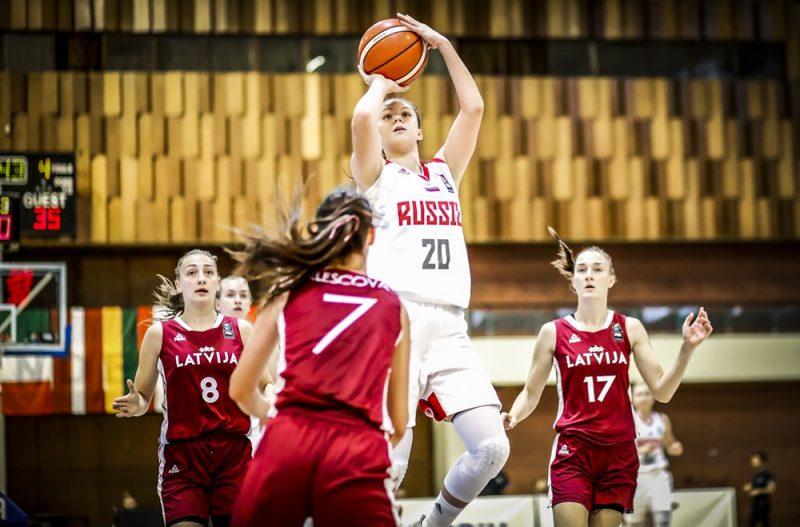 Latvijas un Krievijas izlašu spēle Eiropas U-18 čempionātā Sarajevā.