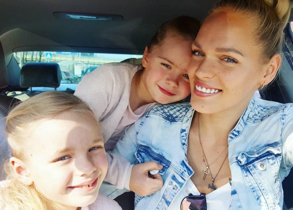 Madara Kiviča ar meitām.