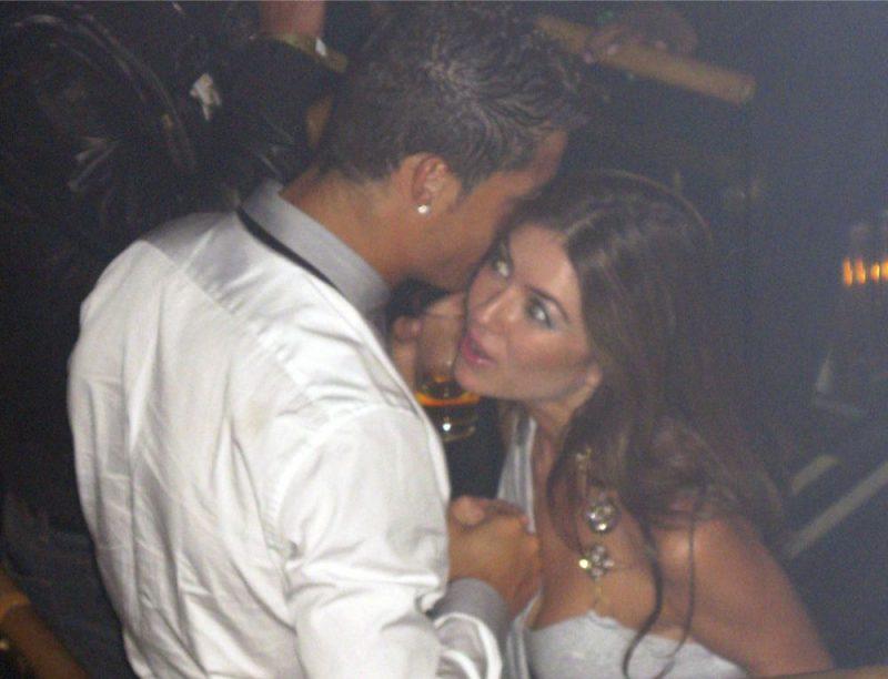 Krištianu Ronaldu 2009. gadā atpūšoties naktsklubā Lasvegasā ar Ketrinu Majorgu.