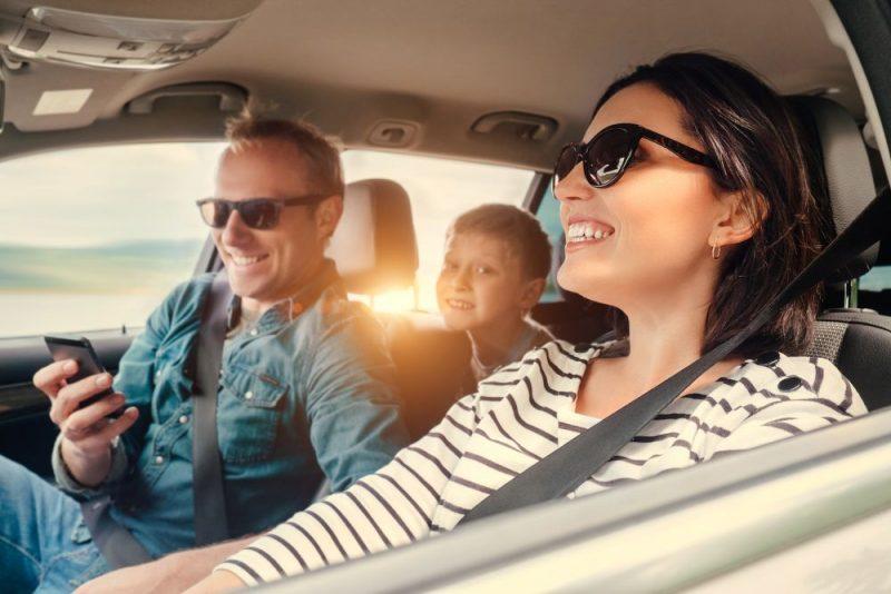 Kā sadzīvot ar sauli un karstumu automašīnā