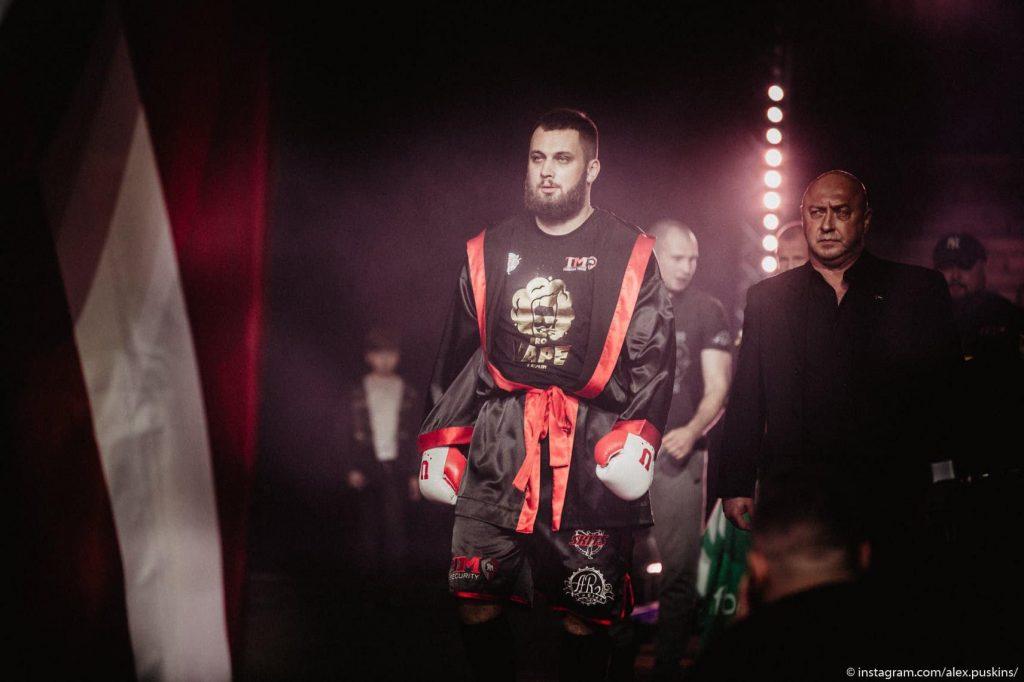 Kristaps Zutis (attēlā) septembrī cīnīsies pret pasaules slavu ieguvušo britu Deniju Viljamu.